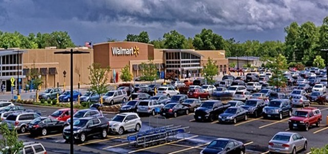 Walmart explores grocery pickup and delivery tech to take on Amazon